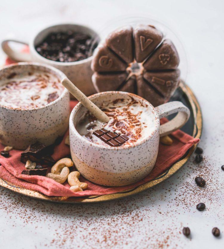 Cette Recette de Chocolat Chaud Protéiné Réchauffera Votre Cœur #EviveGivesBack